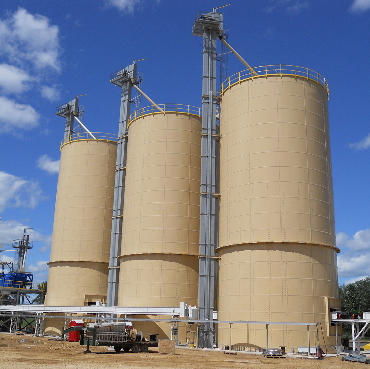 Tan frac sand tanks