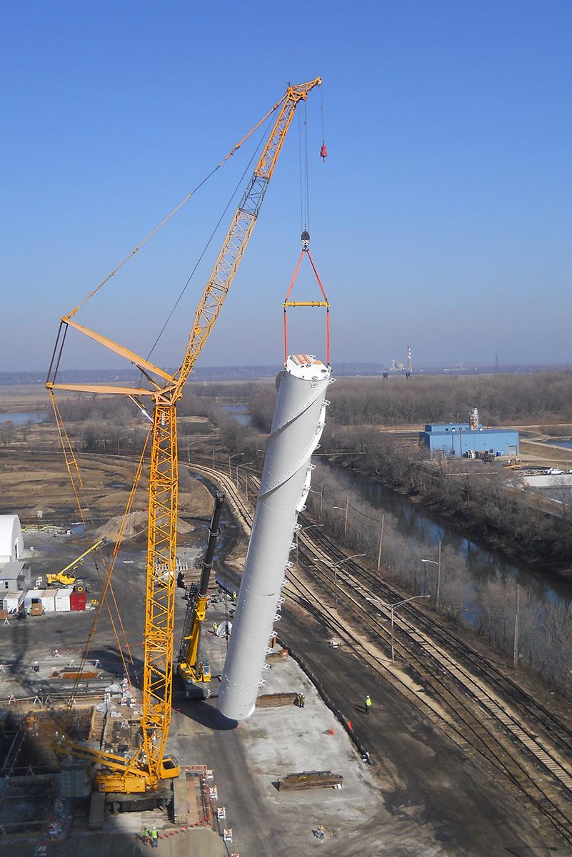 Storage silos with strakes