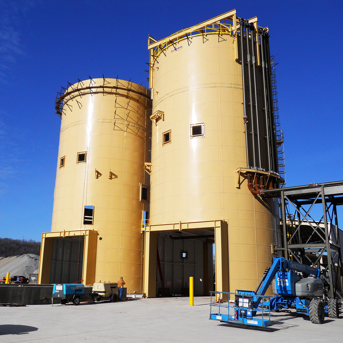 Scaffold-built cement drive-through silos