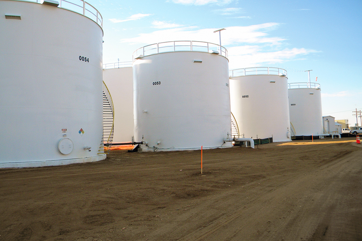 Field-weld tanks