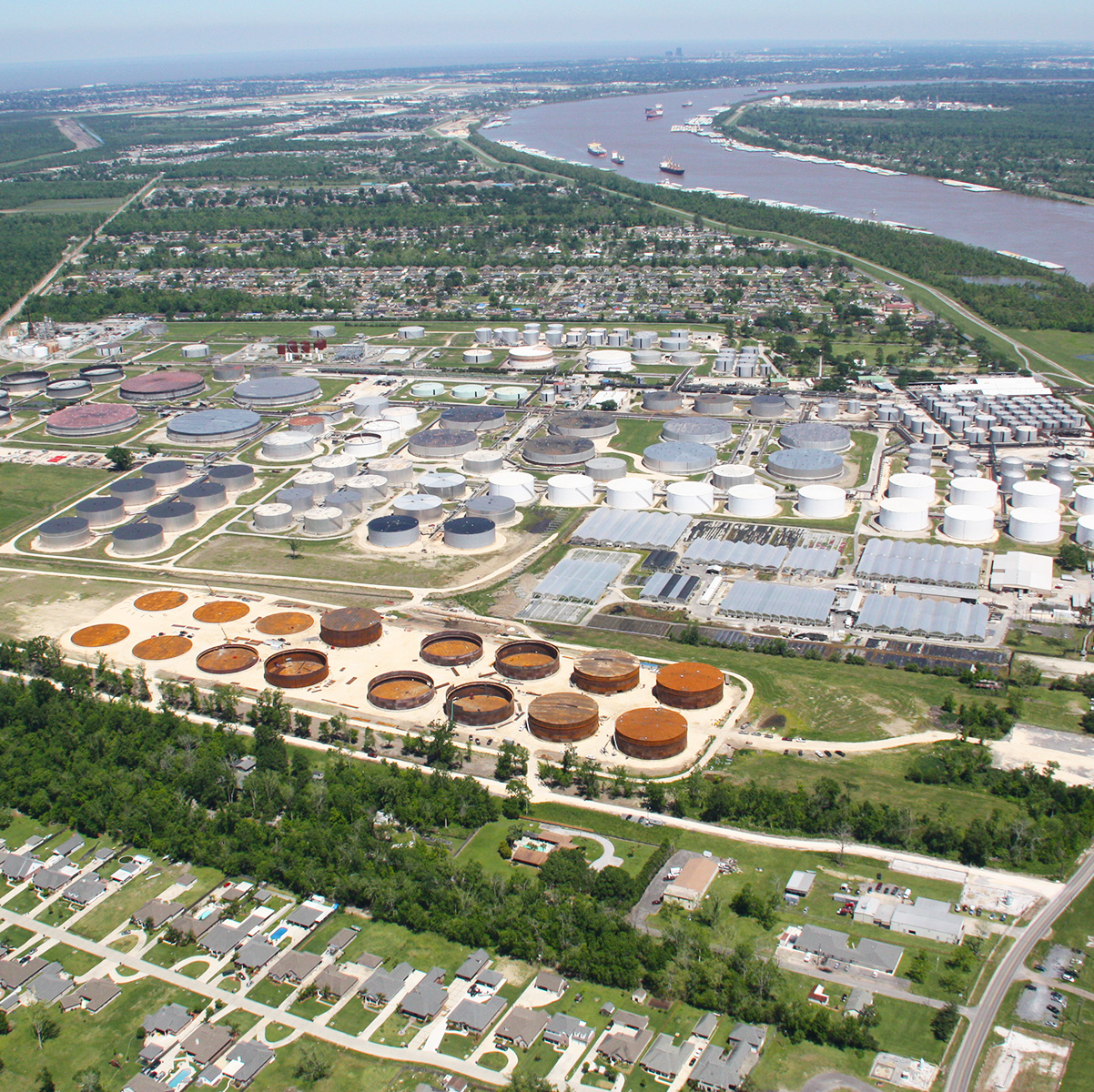Field-weld petroleum storage
